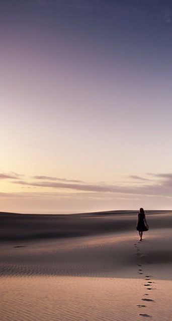 Girl in desert Iphone 5 Landscape Wallpaper