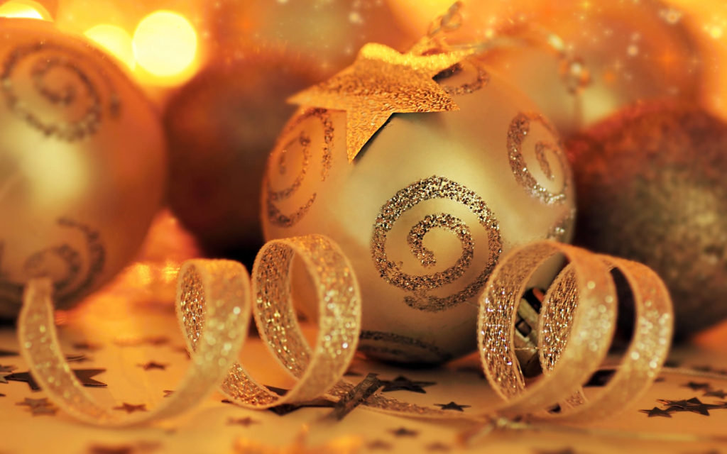 golden christmas balls wallpaper