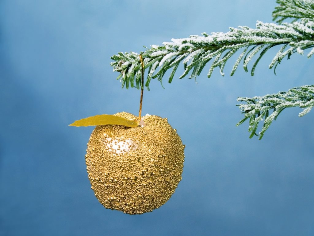 Hanging Golden Apple Christmas Wallpapers