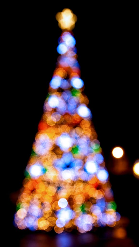 1080 × 1920 Blur Light Tree Christmas iPhone 7 wallpapers