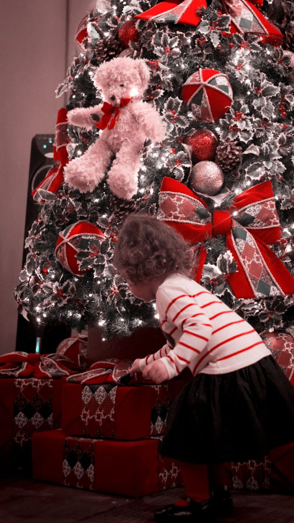1080 × 1920 Christmas Girl iPhone wallpapers