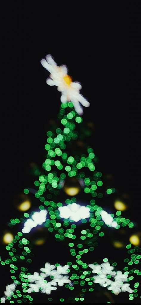 1125 × 2436 Christmas Blur Tree HD wallpaper For iPhone XS