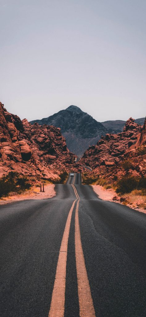 1125 × 2436 iPhone XS Road Wallpapers