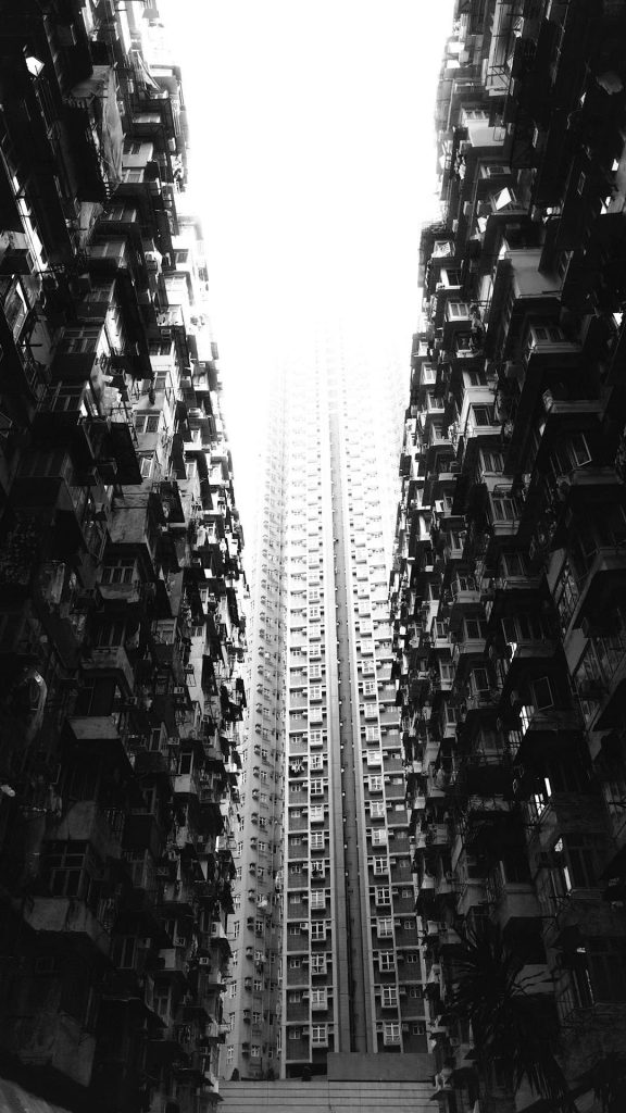 Crowed Building black and white wallpaper 1080×1920