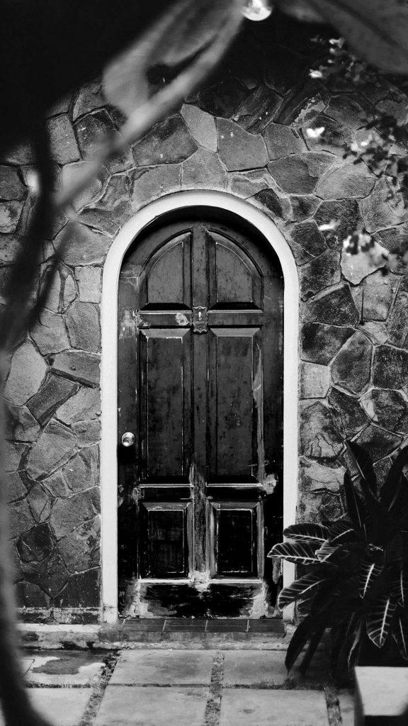 Vintage Door black and white 1080×1920