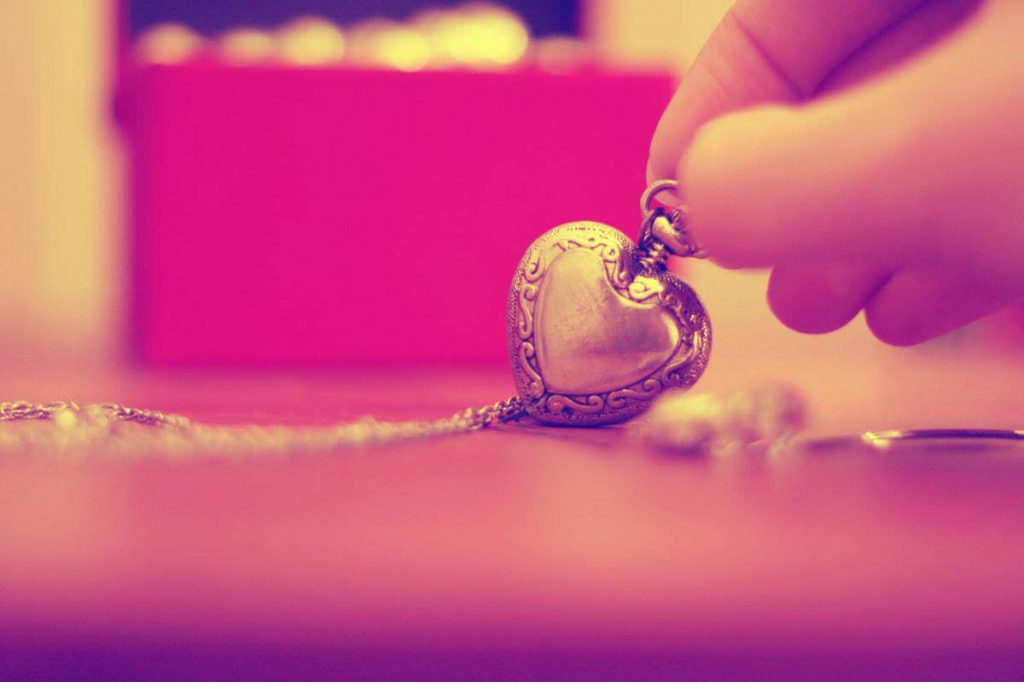 heart pendant Girly Backgrounds