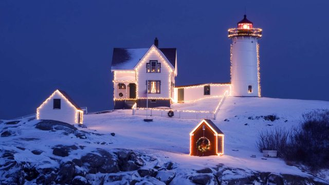Christmas Lighthouse Decorations Wallpaper-3840 × 2160