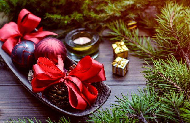 Red-X-mas-Celebration-Decorations-3840×2400
